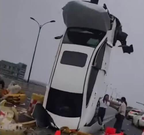 машина встала на дыбы
