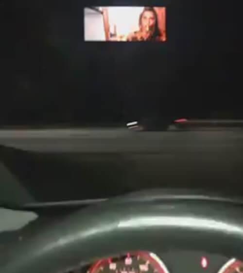 непристойный фильм на дороге