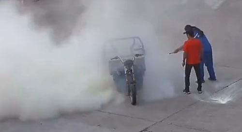 владелец загоревшегося мотоцикла
