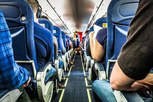 странная поза пассажиров