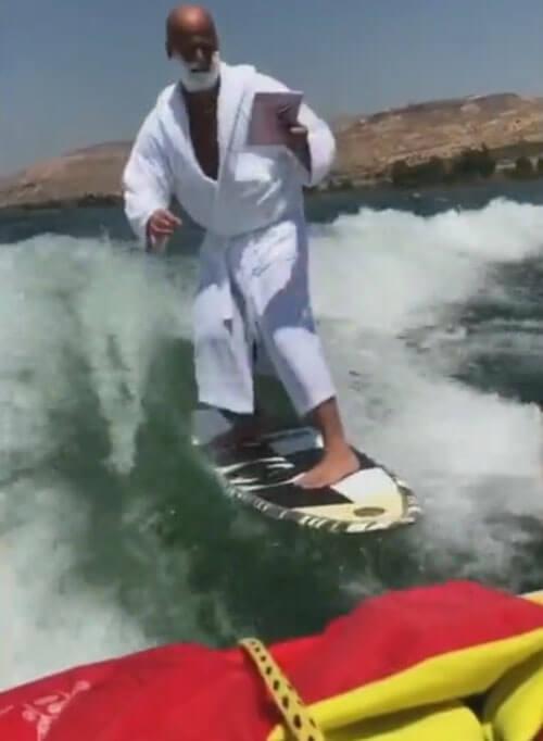 бритьё во время сёрфинга