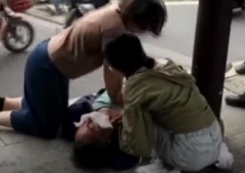 медсёстры спасли мужчину