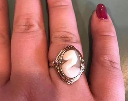 насмешки над старинным кольцом