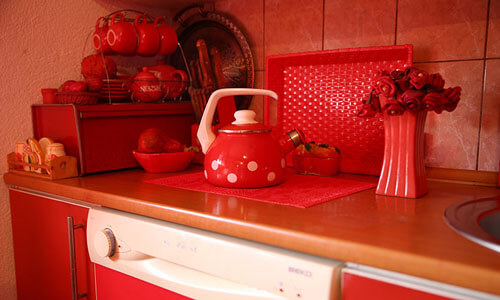 чудачка любит красный цвет