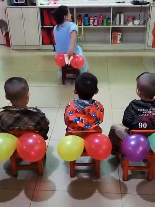 детей научили подтираться