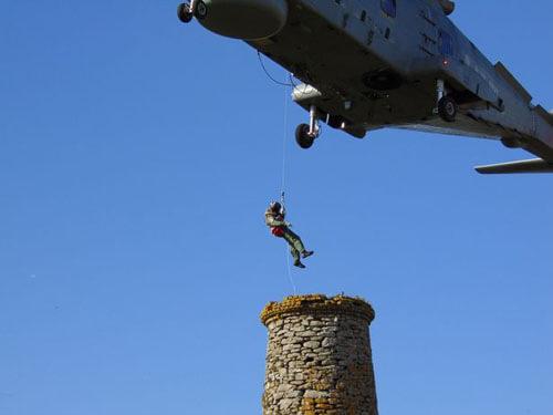 спасение игрушечного самолёта
