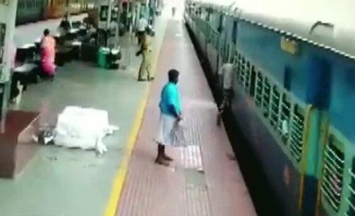 полицейский спас пассажира поезда