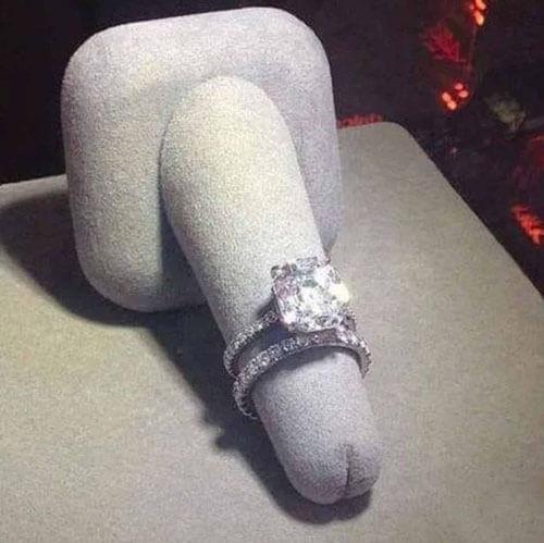 скандальная подставка для кольца