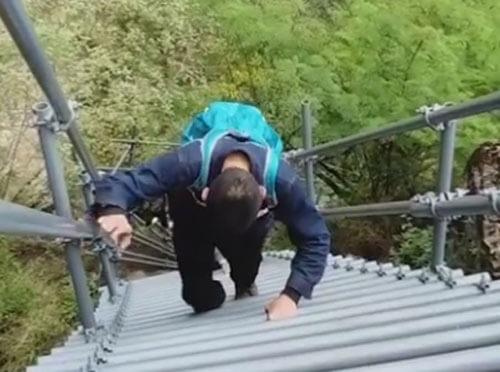 лестница для жителей деревни