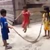 змея превратилась в прыгалки