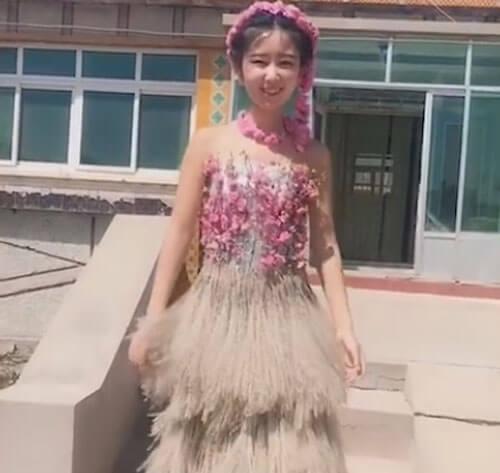 платья из странных материалов