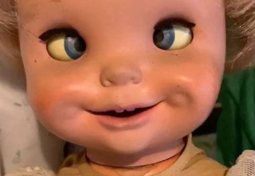 жутковатая старая кукла