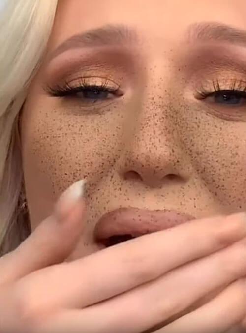 фальшивые веснушки на лице