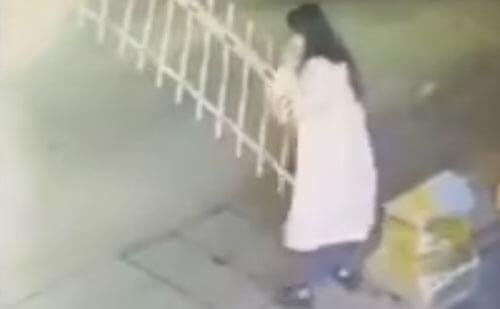 женщина убила шлагбаум