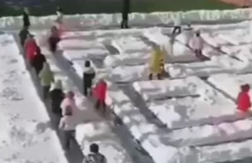 снежный лабиринт для детсадовцев