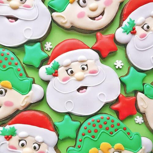 пекарь украшает печенье