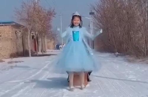 девочка стала принцессой эльзой