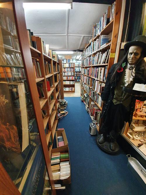 продажи в книжном магазине