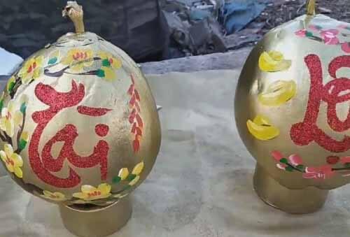кокосы в золотой краске