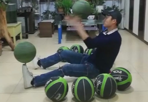 трюк с крутящимися мячами