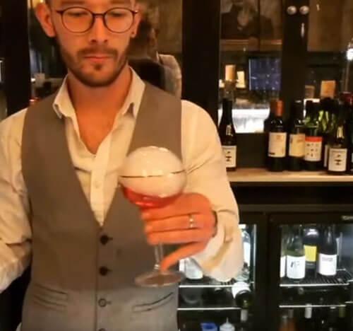 странные коктейли бармена