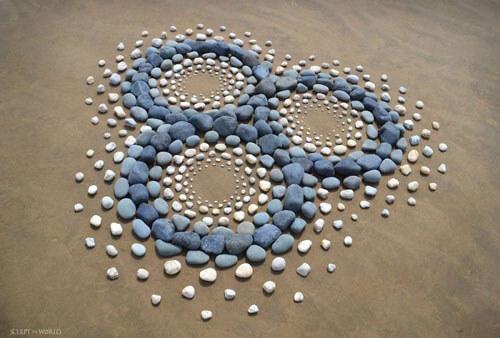 собранные на побережье камни