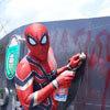 человек-паук собирает мусор