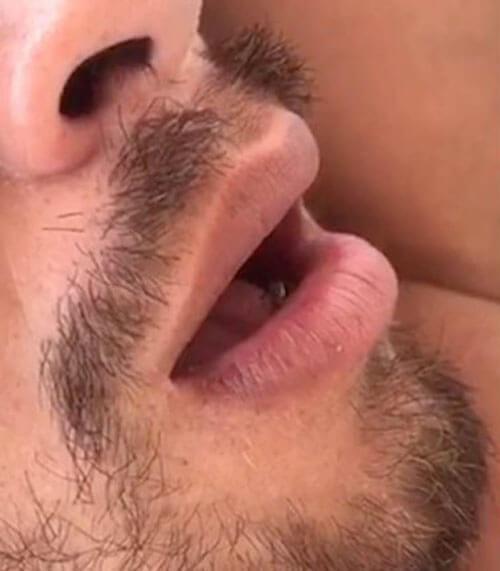 муха во рту спящего человека