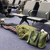 женщина задремала в аэропорту