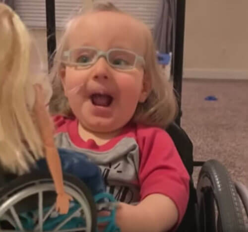 кукла в инвалидной коляске