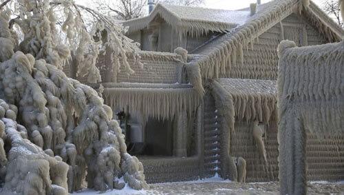 дома превратились в ледяные иглу