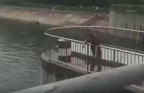 рыбалка с помощью зонтика