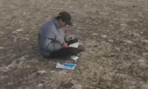 студент ездит в горы учиться