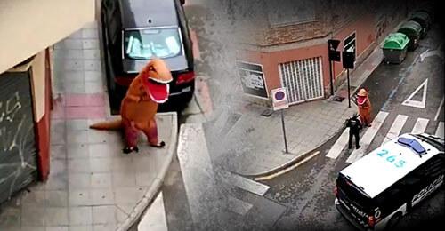 динозавр объясняется с полицией