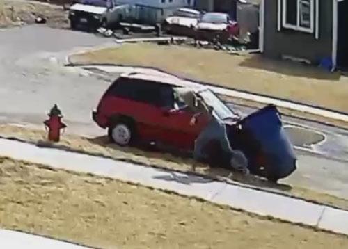подлый удар мусорного бака