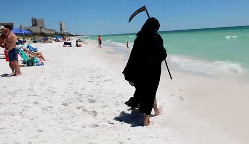 зловещий костюм для пляжа