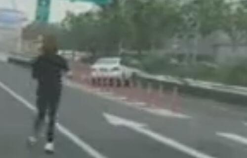 автомобиль убежал от водительницы