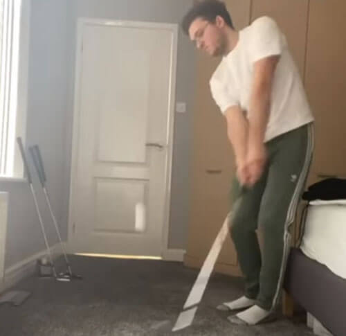 гольфист не тратит время даром