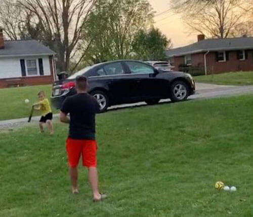 сынишка метко отбил мяч