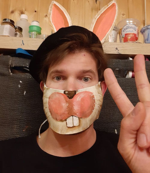 Художник из Австрии создал защитные маски, которые не каждый решиться надеть