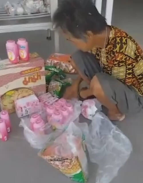 бескорыстная бабушка из таиланда