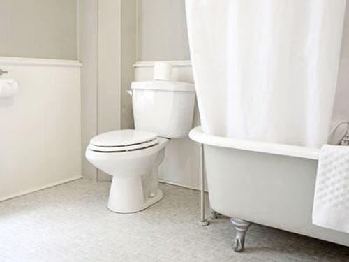 мытьё ног после туалета
