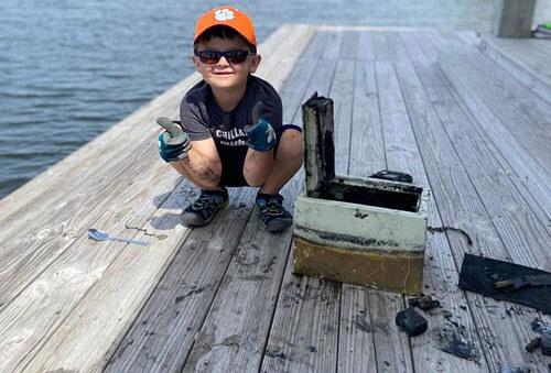 мальчик нашёл  утонувший сейф