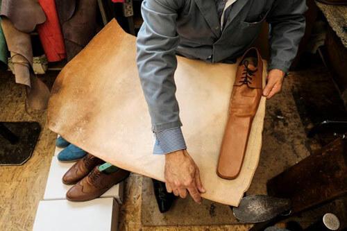 странные длинноносые ботинки