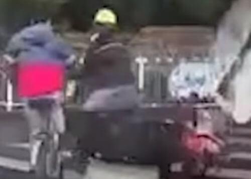 мотоциклист сбил велосипедиста