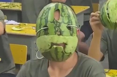 соревнование по поеданию арбузов