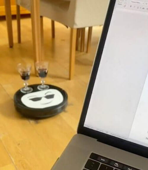 робот-пылесос с вином