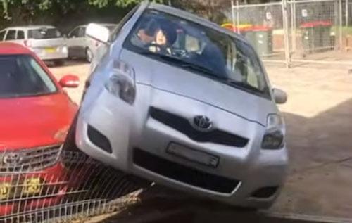 неудачная парковка автомобилистки