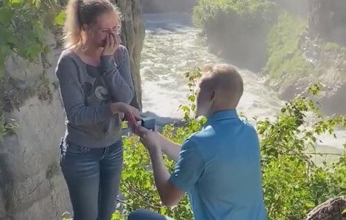 романтик разыграл девушку