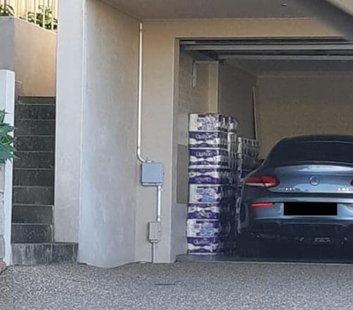 туалетная бумага в гараже